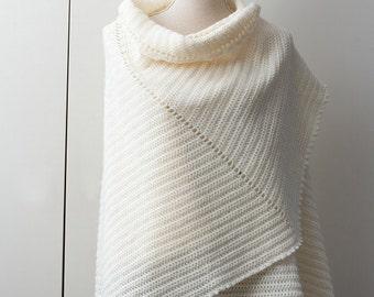 Ecru-colored shawl in fan shape