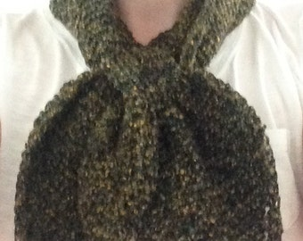 Cross-over boucle scarf