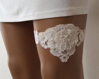 toss garters, pink   lace,    wedding garters,    bridal accessores,   garter suspander,    free shipping!