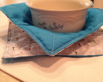 Microwave bowl potholder with trivet/potholder