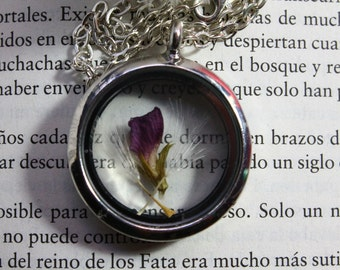 Necklace with dandelion