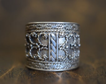 Beautiful Vintage Shield Ring Silver 925 Band, US Size 7.75, Used