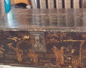 19th Century CHINESE LACQUERED TRUNK