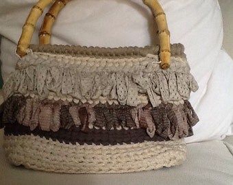 Crochet bag, bamboo handles, hand-made, unique piece, with fringe, mod. Alassio