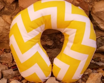 Yellow zigzag stripes neck travel pillow