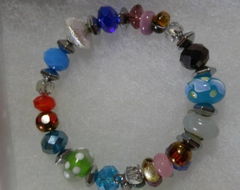 Bright and cheery glass bead bracelet