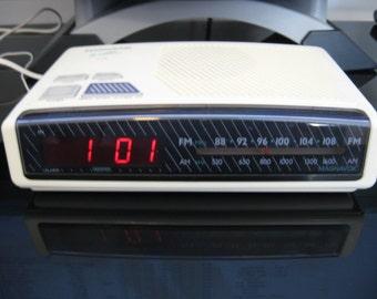 """Vintage Magnavox AM/FM Digital Alarm Clock Radio """"The Nightline"""""""