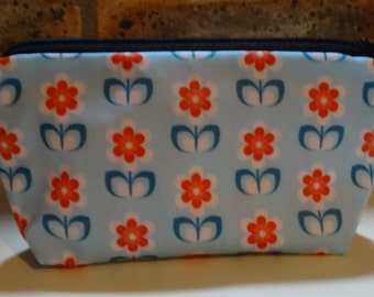 Small Kit or pochette Flower Power - vintage