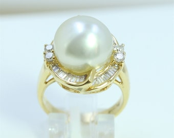 Dignity 18K Y/G South Sea Pearl And Diamond Ring/8.3 Grams/Baguette Diamond 0.66Ct/Round Diamond 0.24Ct/ Pearl 13.1 Mm