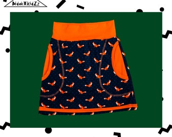 Skirt with fashionable foxes print