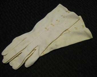 Vintage White Ladies Gloves w/ embroidery