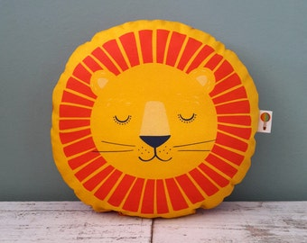 Small pillow Lions bio