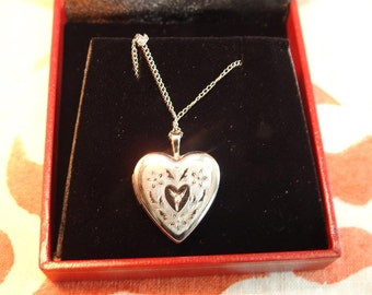 stunning vintage sterling silver and diamond accent flowers locket