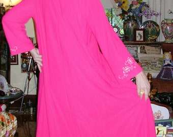 Vintage 1950's scarlet floral embroidered jersey full-swing Hilton lounging gown size: 12