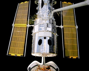 Space Shuttle Discovery STS-82 Hubble Telescope Repair Mission - 5X7, 8X10 or 11X14 NASA Photo (EP-206)