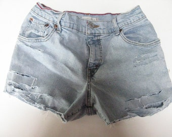 Cut-Off Vintage 90's Levi Ripped Shorts