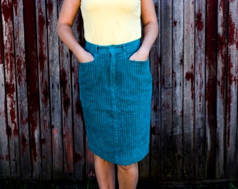 Blue corduroy skirt medium size with pockets