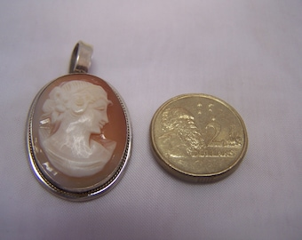 SHELL CAMEO BROOCH - Vintage Sterling Silver