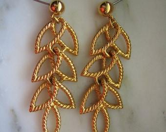Vintage Napier Gold Tone Leaf Dangle PIerced Earrings