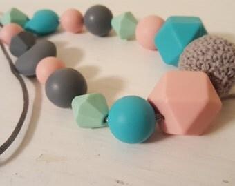 Nursing necklace - teething necklace - babywearing necklace