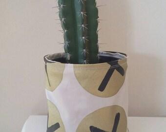 Press my button plant holder