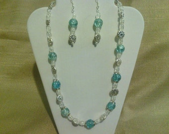 297 Beautiful Silver tone Metal Bead Capped Blue Crackle Glass Beaded Choker