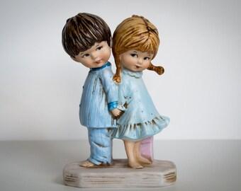 Moppets Figurine 1971 Fran Mar - Boy and Girl holding hands - Make love not war - VINTAGE