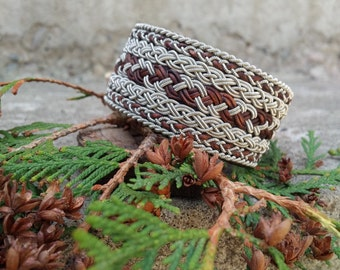 Braided tinbracelet with leather details
