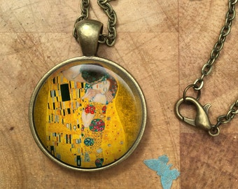 The Kiss Gustav Klimt Glass Dome Round Cabochon Necklace Pendant Gift UK