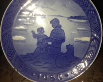 Royal Copenhagen Christmas Plate 1958 Sunshine Over Greenland Mother Child Husky Dog