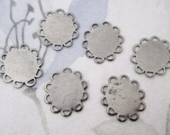 15 pcs. raw steel silver tone lace edge flat connectors 16x14mm - f5110