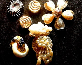 Pearl Gold and Black Thumbtacks Pushpins, Vintage Jewelry Thumb Tacks Push Pins, Cork Board Accessory, Office Decor