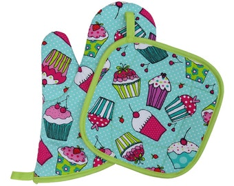 Polka Dot Cupcake Oven Mitt and Pot Holder Set