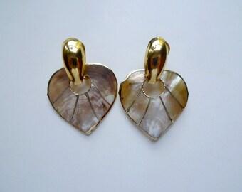 KYLA . two hearts . mother of pearl . dangling earrings