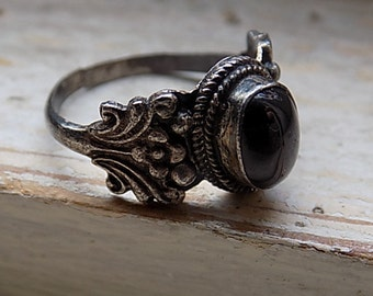 FREE SHIPPING Vintage Silver Ring with Black Moon Stone Size 8 1/2