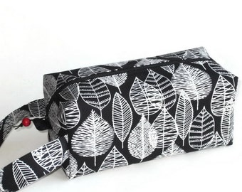 Boxy Bag Knitting Project Zippered Pouch -  organic cotton canvas, Line Leaf in black