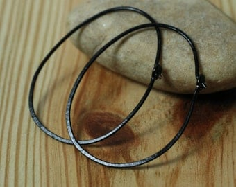 Handmade hammered oval (egg shape) black hoop 42x32mm, one pair (item ID BKEGG18GS)
