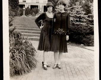 vintage photo 1929 Flapper ERa Women by Big Hotel Amazing fashion dress