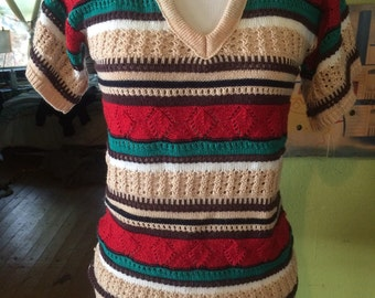 Adorable 1970's vibrant colored boho/hippie sweater shirt. Size Small