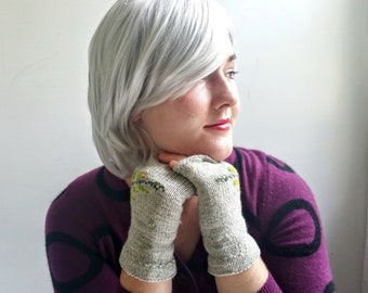 Handknit Wool Gloves in Pale Gray