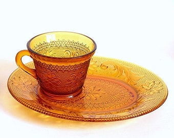 Tiara Amber Sandwich Glass Snack Plates & Cups by Indiana Glass - Set of 4, Vintage 1970s Pressed Glass Party Dishes