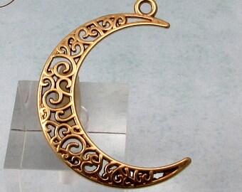 Filigree Crecsent Moon Pendant, Antique Brass, AB156