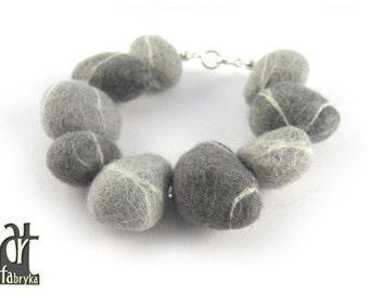 Felted stones bracelet