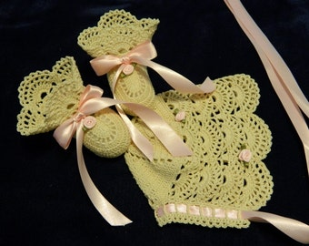 Crochet Christening Bonnet and Booties, Christening Booties, Christening Bonnet, Ecru Bonnet and Booties, Pink Roses, Newborn Baby Girl