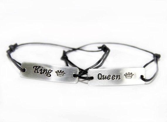Parejas pulseras, pulsera grabado, aluminio, Reina, rey, corona hecha a mano
