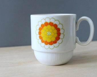 Florette. Vintage 1960s Georges Briard cup.