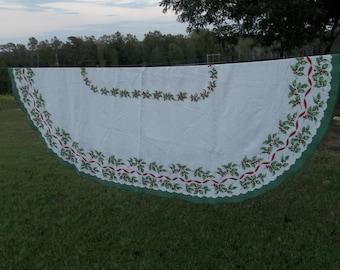 Vintage Christmas Tablecloth Holiday Tablecloth Oval Tablecloth Christmas Decorations Christmad Table Cloth Christmas Decor  78 x 58 OVAL