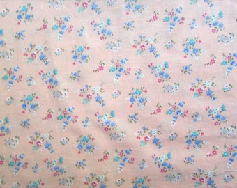 Vintage Fabric, Vintage 1980's Sprig Flowers on Soft Peach Cotton Fabric, Quilts, Sewing, Floral Pattern, Small Figure Pattern