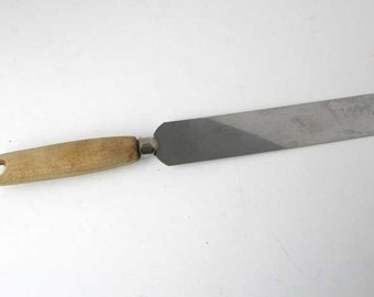 1950's Vintage Kitchen Stainless Steel and Scrubbed Wooden Handle Spatula, Serving Utensil, Baker's Utensil 4 Dollar Vintage Store