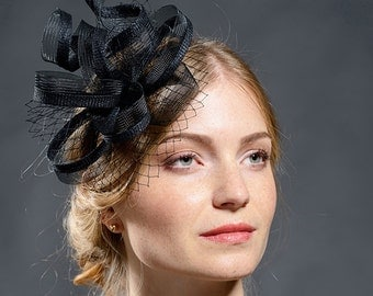 Black stunning fascinator for your A/W coming special occaions
